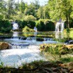ザグレブ発プリトヴィッツェ国立公園&ラストケ村 英語ドライバー混載車日帰りツアー
