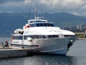 クロアチア高速船(カタマラン)