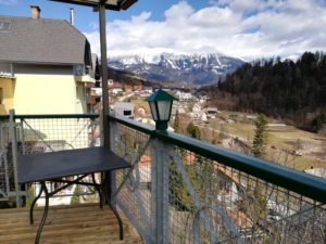 トリグラブホテルの朝食会場のテラス席