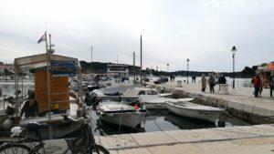 ロヴィニ港
