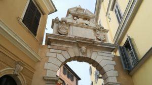 ロヴィニ旧市街入り口