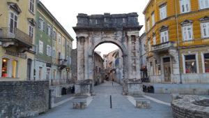 プーラ旧市街